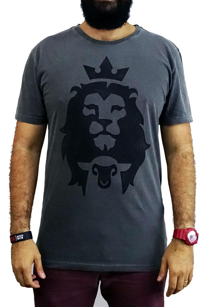 Camiseta Cordeiro e Leão -  Chumbo - Masculina  - Jesuscopy